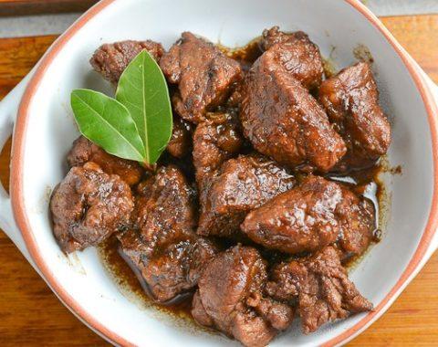 Adobo (mariniertes Schweinefleisch oder Poulet mit Reis)