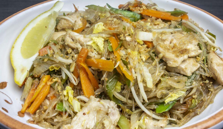 Pancit Bihon (Nudelgericht vegan oder mit Poulet oder Crevetten)