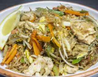 Nudelgericht vegan oder mit Poulet oder Crevetten