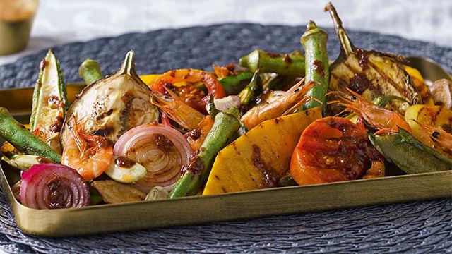 Pinakbet (gegrilltes Gemüse mit Reis)