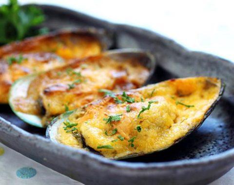 Tahong (gebackene Muscheln mit Cheddar Käse)