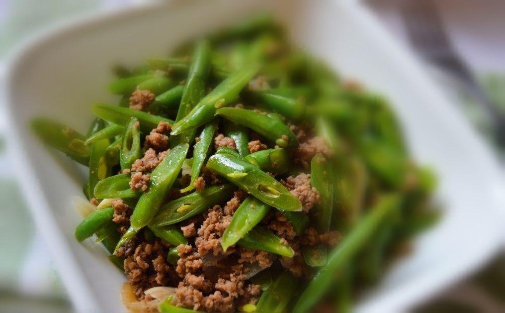 Ginisang Sitaw (Grüne Bohnen mit gehacktem Rindfleisch)