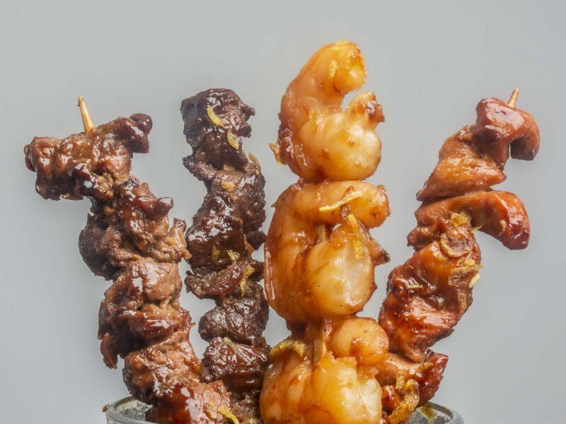 Barbecue-Spiesse mit Poulet, Rind, Schwein oder Crevetten