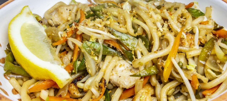Pancit Udon (Nudelgericht vegan oder mit Poulet oder Crevetten)